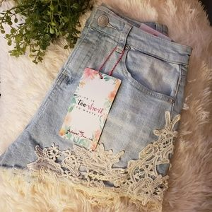 """NWOT """"the MUST HAVE"""" High Rise shorts Sz 9"""